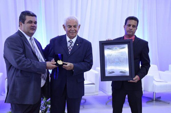 Fundador do Grupo Tiradentes recebe Título de Cidadão Jaboatonense