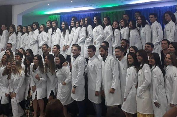 Fits realiza Cerimônia do Jaleco para calouros 2019.2